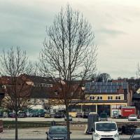 Blick auf einen als Park- und Lagerplatz benutzten Festplatz an Freitag, dem 13. November 2015